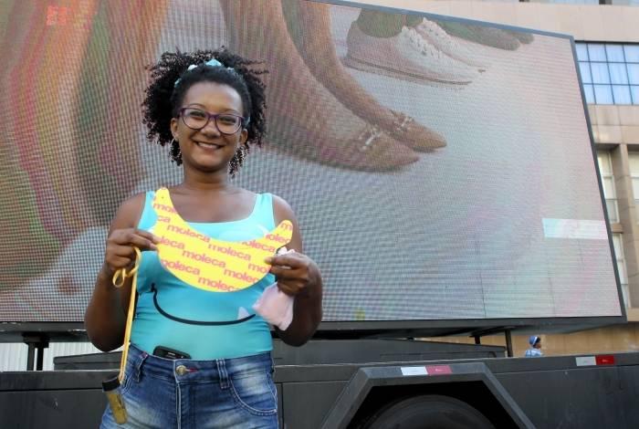 LED Truck do Grupo O DIA faz sucesso em blocos de Carnaval. Na foto, a foliã Viviane Garcia