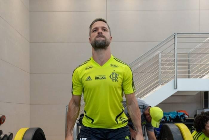 Diego trabalha forte em busca do sonhado bi na Copa Libertadores