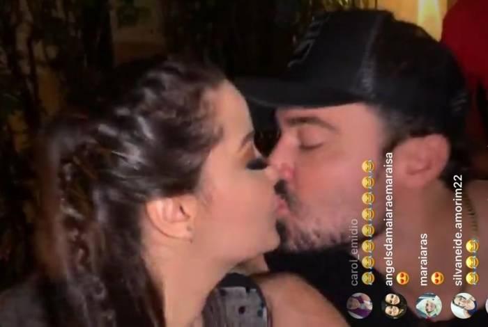 Maiara e Fernando dão selinho ao vivo no Instagram
