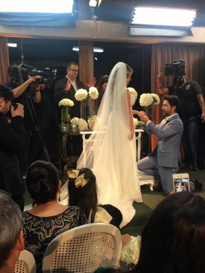 Filha do cantor Leonardo se casa com Sandro Pedroso