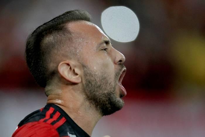 Empres�rio de Everton Ribeiro confirma que renova��o do meia com o Flamengo est� perto