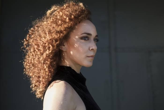 Laila Garin lança DVD com o grupo A Roda