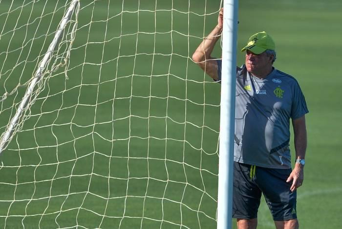 Pressionado, Abelão se sustenta como pode e monta estratégia em duas frentes: Libertadores e Brasileiro