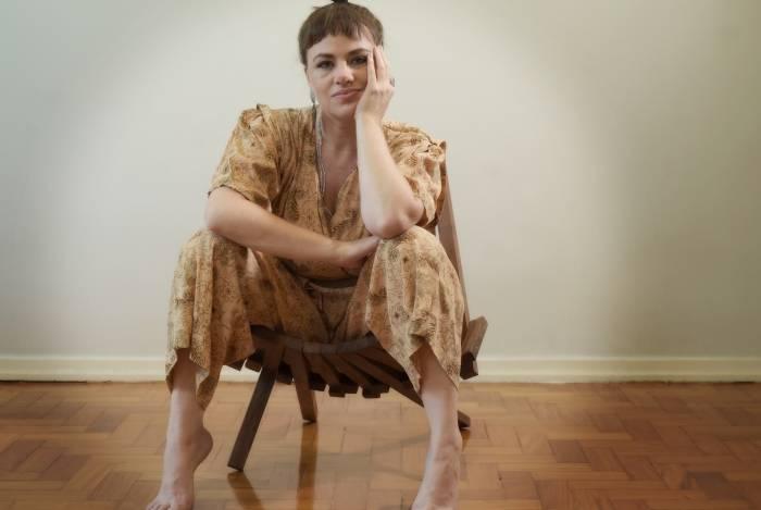 Karine Teles vive Gilda no teatro e fará uma mulher casada em 'Malhação'