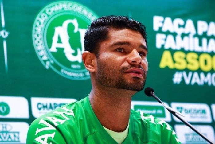 1b8b6749d6 Após se desligar do Fluminense, Gum se apresenta com o 'coração na ...