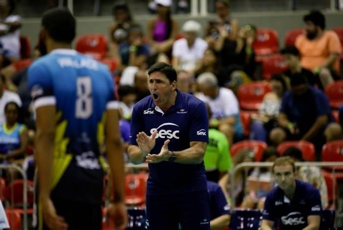 Sesc RJ, comandado pelo técnico Giovane Gávio, disputa as semifinais da Superliga