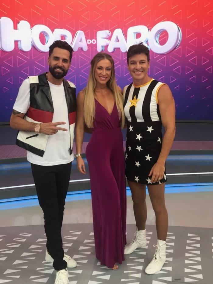 Latino e Jessica Rodrigues participam de quadro no programa de Rodrigo Faro
