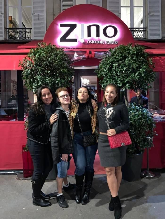 Flávia Rangel, Ruivinho, Aline Oliver (maquiadora) e Belle Silva (mulher do jogador Thiago Silva)