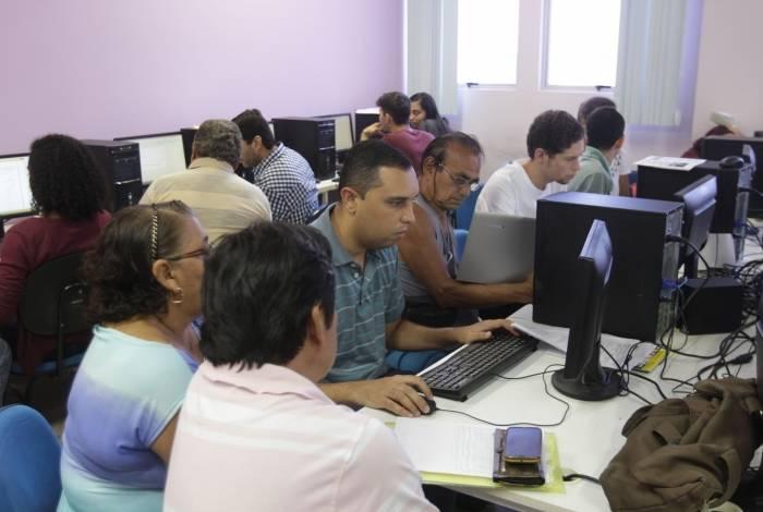 Alunos e professores do Curso de Ciências Contábeis da UFF-Macaé dão orientação, preenchem a declaração e fazem o envio Imposto de Renda