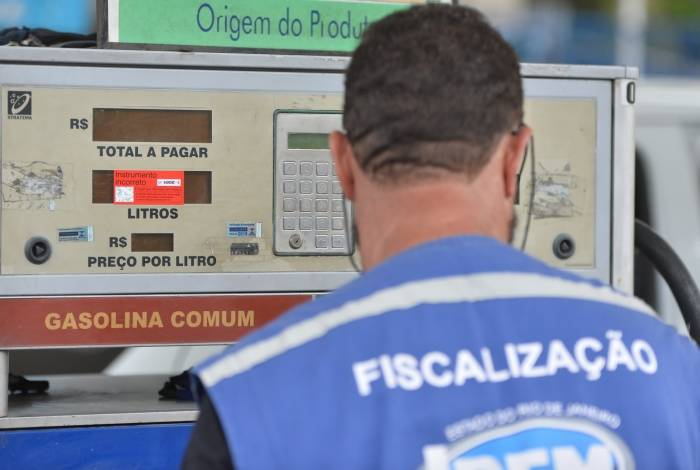 Rio,17/07/2019 - Operação Bomba Limpa - Operação Bomba Limpa realizada em postos de gasolina na zona oeste,  Rio de Janeiro.Foto: Armando Paiva/ Agência O Dia  Cidade, Operacao, Gasolina adulterada