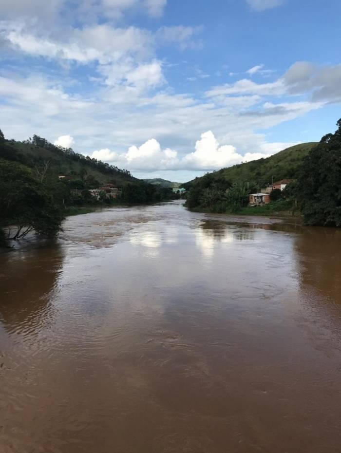 Nível elevado do Rio Preto preocupa Defesa Civil e moradores de Rio das Flores