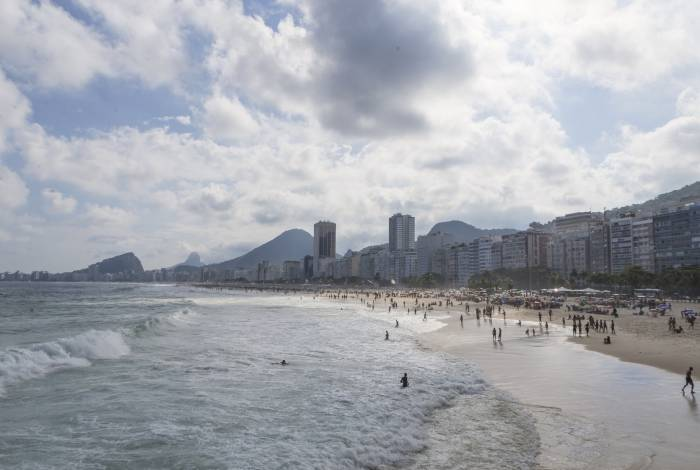 Ultimo final de semana do Verão 2019. Cariocas curtem o domingo de calor na praia do Leme / Copacabana. Foto: Daniel Castelo Branco / Agência O Dia