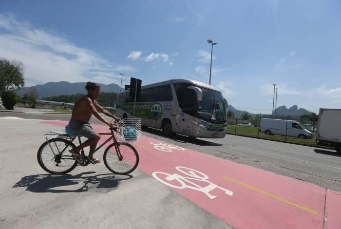 Local onde aconteceu o acidente: devido à velocidade da atividade esportiva que praticava, Artur (no detalhe) não podia usar a ciclovia