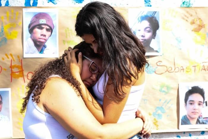 Após massacre em Suzano, alunos da Escola Estadual Professor Raul Brasil retornam à instituição