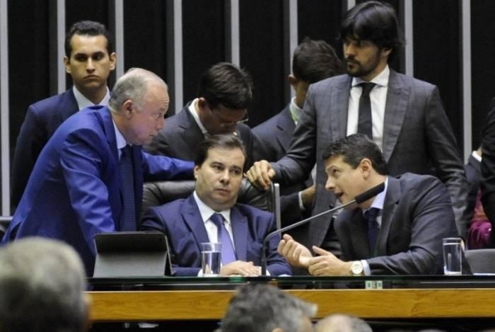 Parlamentares chegaram a sugerir que Rodrigo Maia devolvesse ao Executivo o projeto de lei voltado aos militares