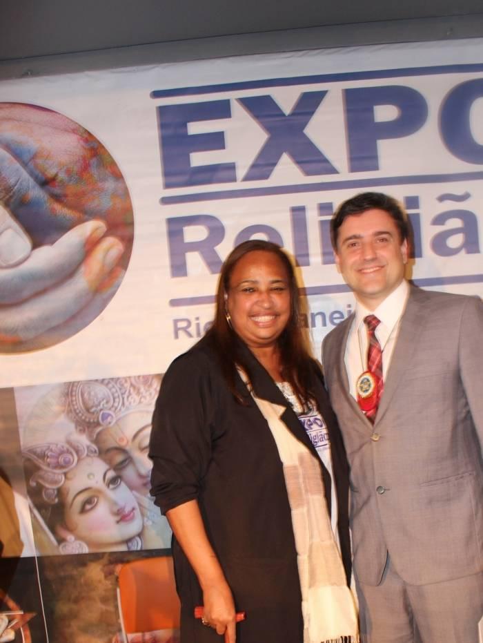 Dr. Gilbert Uzeda (Titular da DECRADI) e Luzia Lacerda (Diretora Responsável da EXPO RELIGIÃO)
