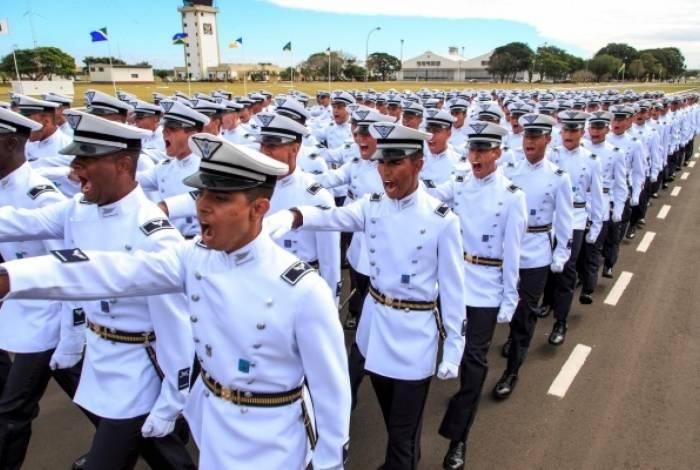 60fc38afec Concursos da Marinha e Aeronáutica abrem mais de 1 mil vagas O Dia ...