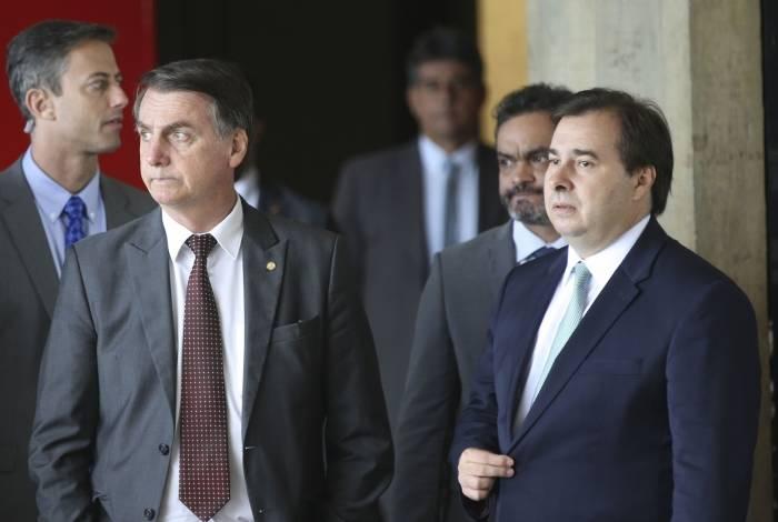 Se por um lado Bolsonaro diz não estar preocupado com demora, Maia negocia para que PEC 6 seja votada