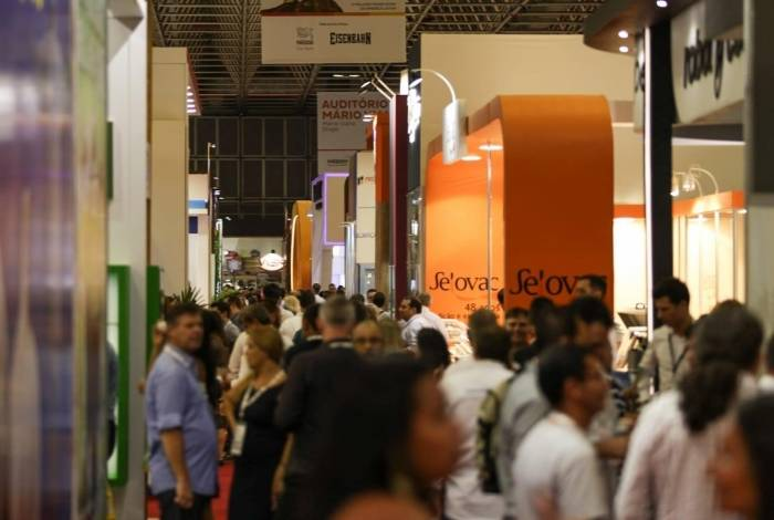 Mais de 400 marcas lançaram novos produtos na 31ª Super Rio Expofood, que recebeu 50 mil visitantes no Riocentro. Evento, que durou três dias, teve palestras sobre gestão