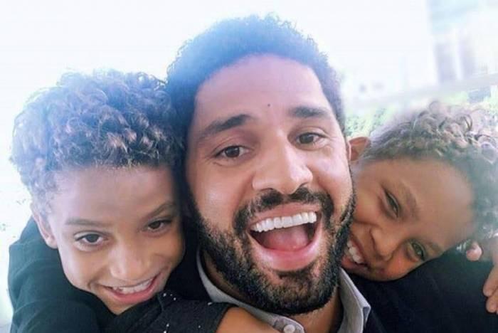 Deputado federal David Miranda (PSOL-RJ) comemora conclusão de adoção dos dois filhos: 'Queria há muito tempo'