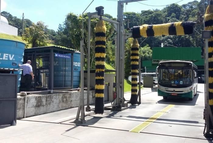 Empresas de transporte urbano de Petrópolis estão utilizando sistemas de captação e reuso da água. Em apenas um ano já 14 milhões de litros foram reutilizados.