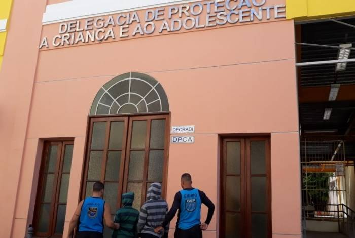 Guardas apreenderam dois adolescentes por roubo em Copacabana