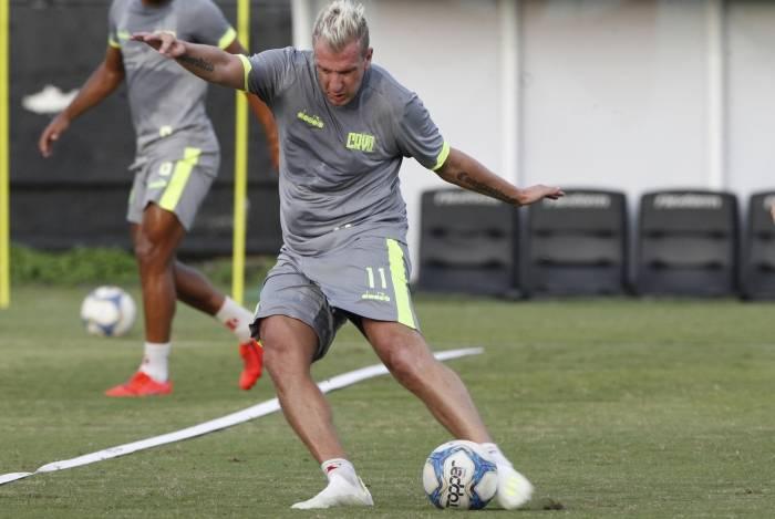 Com dois gols em nove jogos, Maxi López não vive sua melhor fase em São Januário