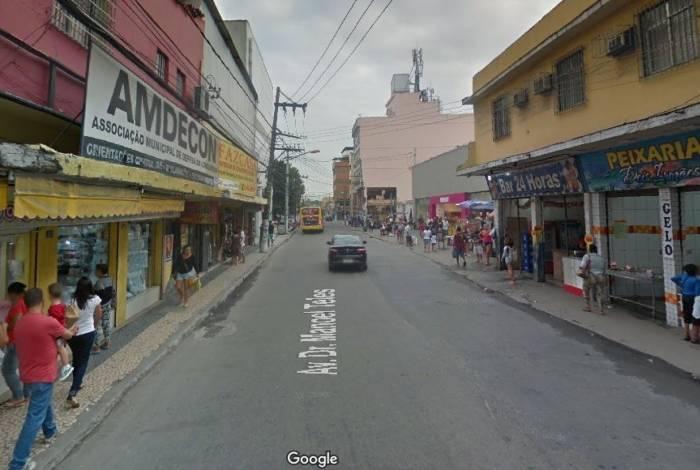 Criminoso morreu após roubar carro e ter mal súbito na Avenida Doutor Manoel Teles, no Centro de Caxias