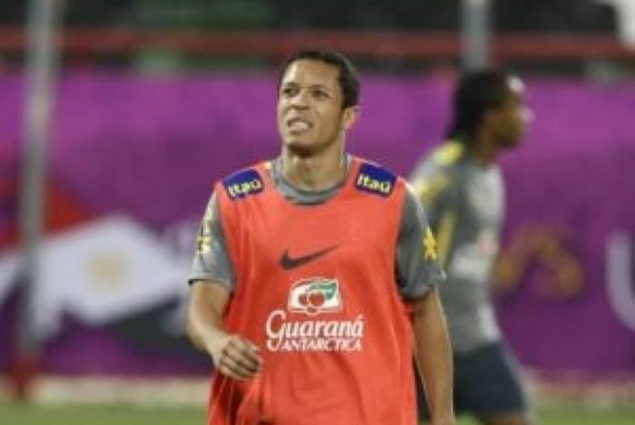 Adriano jogou muito tempo no Barcelona e já teve chances na Seleção Brasileira