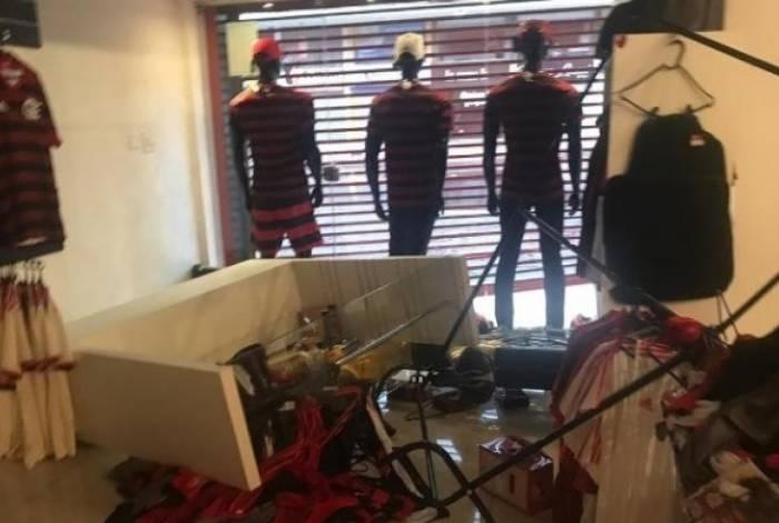 Loja oficial do Flamengo é assaltada em Brasília