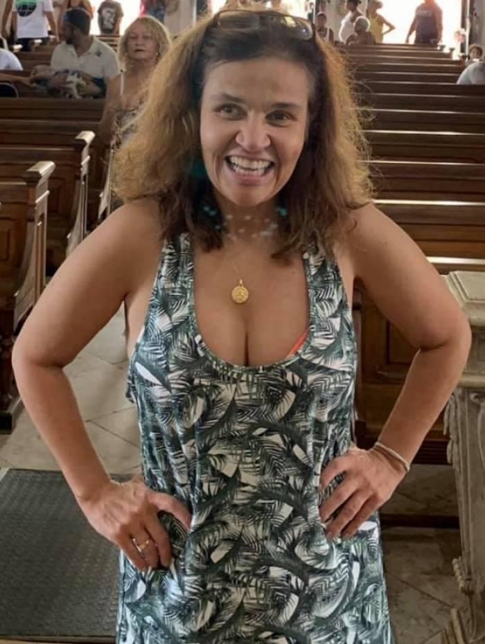 Claudia Rodrigues segue internada e empresária pede orações aos fãs