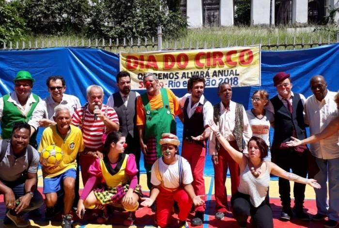 Limachem Cherem (com o microfone) comanda há anos a festa que lembra o Dia Nacional do Circo, na Praça Onze