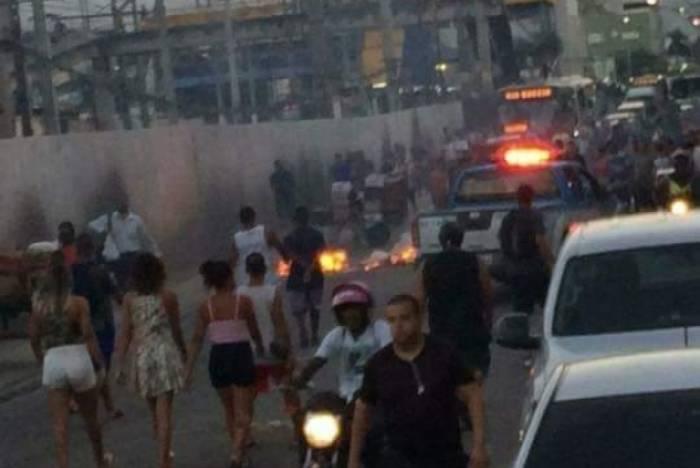 Protesto fecha Centro de Caxias após morte de Charlinho do Lixão