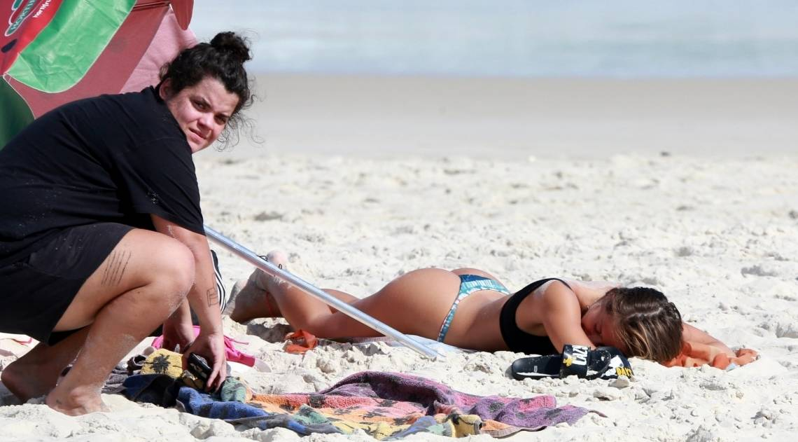 Bruna Griphao na praia