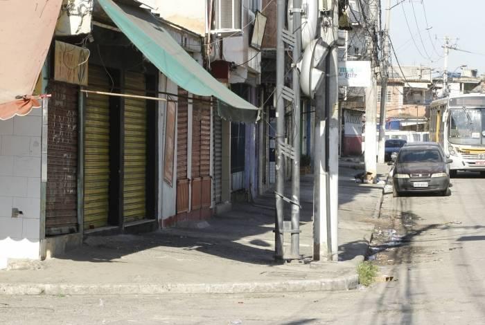 Comércio fechado perto da comunidade do Lixão, em Caxias