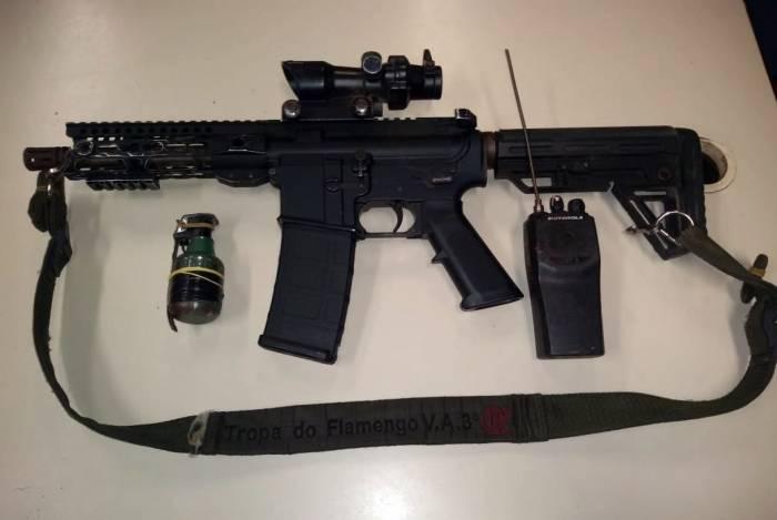 Um fuzil foi apreendido na ação da PM