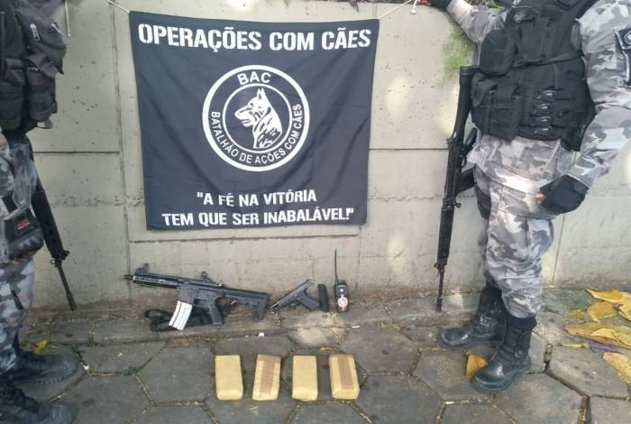 Operação da Polícia Militar nas comunidades Parada de Lucas e Vigário do Geral, nesta quarta-feira