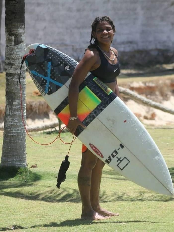 Vítima foi atingida por raio enquanto surfava em Fortaleza