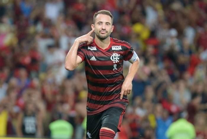 Éverton Ribeiro comemora o gol durante partida contra o Fluminense em jogo válido pela semifinal da Taça Rio
