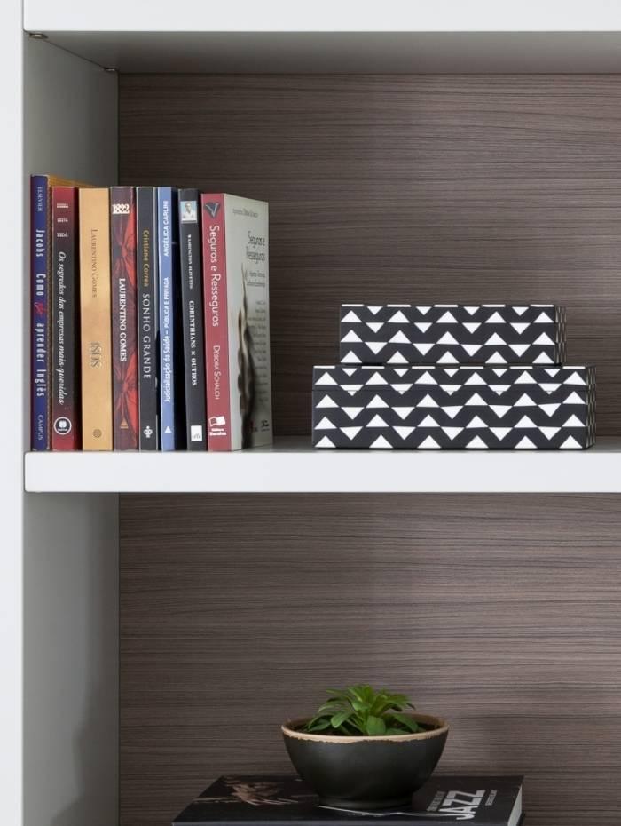 O livro como item de decoração pode ser utilizado como apoio para algum objeto de enfeite