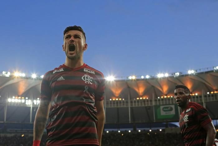 Arrascaeta comemora um gol pelo Flamengo