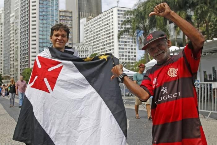Wilson zoa o amigo Renato no Largo da Carioca