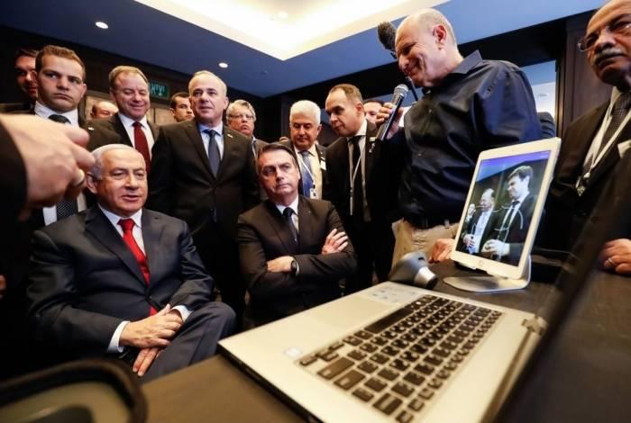 Presidente da República, Jair Bolsonaro, e o Primeiro-Ministro de Israel, Senhor Benjamin Netanyahu, durante visita à exposição de produtos de empresas de inovação