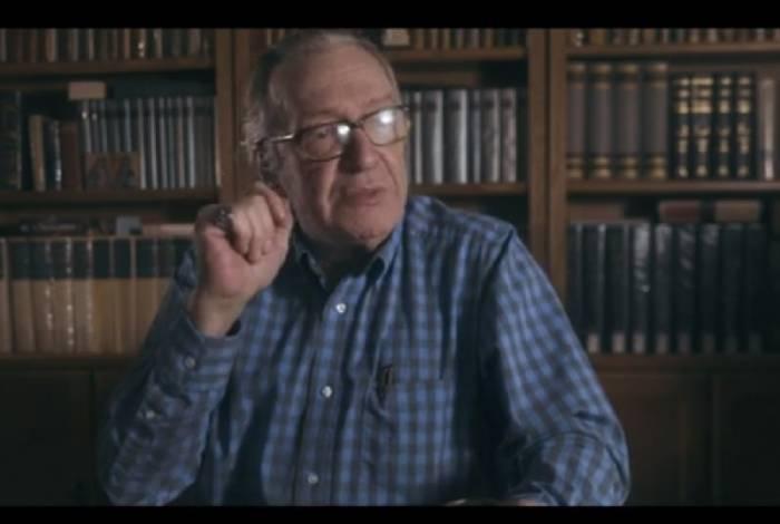 Escritor Olavo de Carvalho é um dos entrevistados de filme pró-ditadura