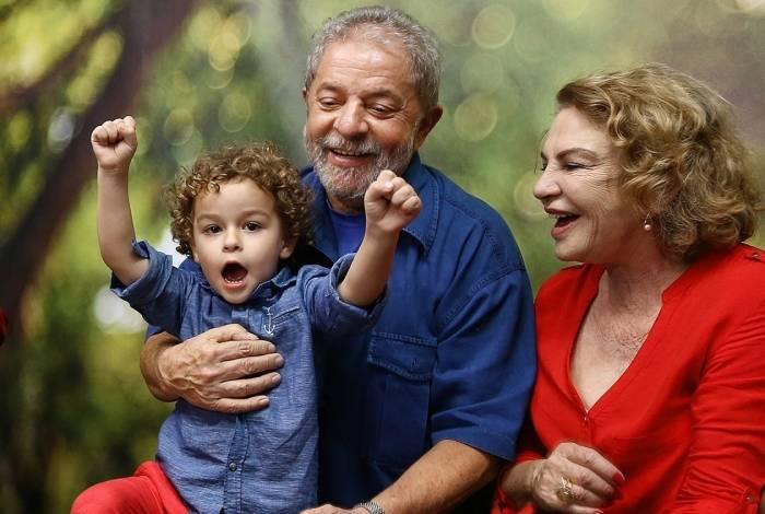 O ex-presidente Lula era muito próximo a Arthur, com quem morou