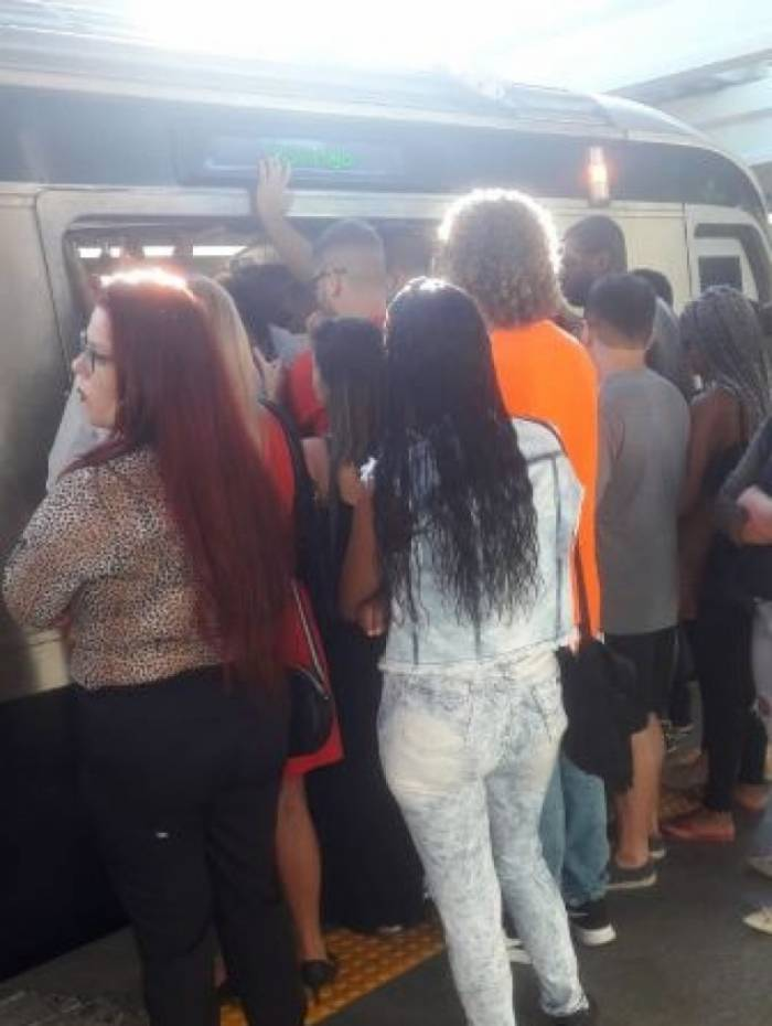 Passageiros enfrentam atrasos nas linhas 1 e 2 do Metrô