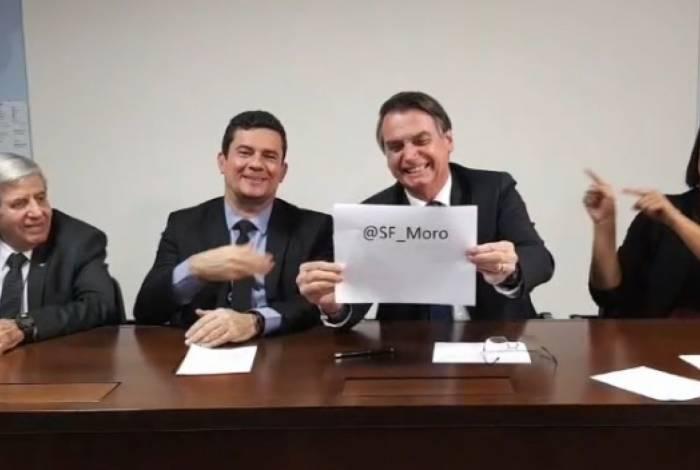 Bolsonaro aproveitou a live para divulgar o novo Twitter do ministro da Justiça e Segurança Pública, Sergio Moro