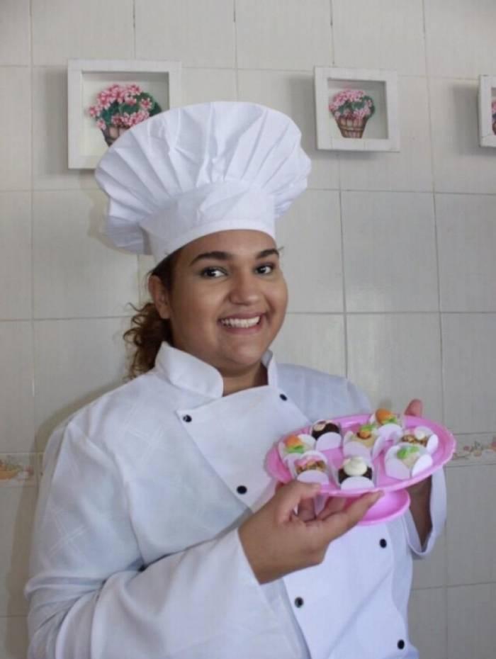 Estudante de engenharia de produção, Tyciane Nunes produz doces artesanais há três anos