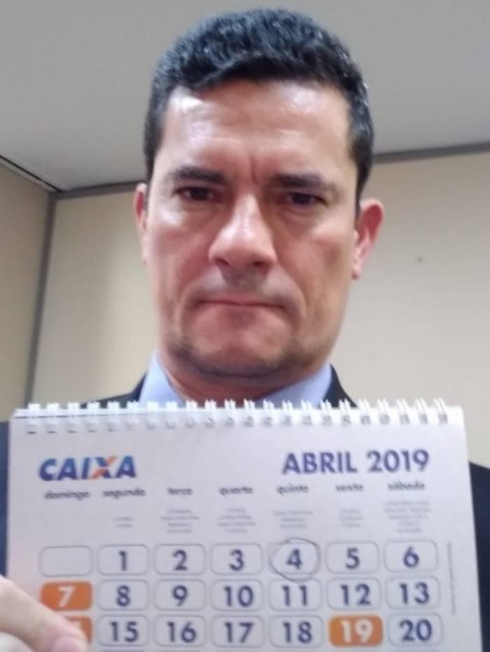 Ministro da Justiça, Sergio Moro, publica foto para mostrar que conta é verdadeira, o que é um pouco inusitado