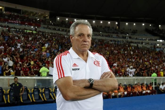 Abel Braga ganha problema